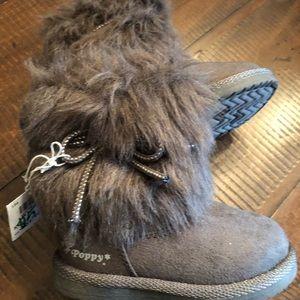Girl trolls poppy fuzzy boots